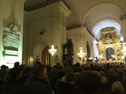 Choir, monument, crowd at Sacred Cross